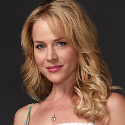 Julie Benz Profil